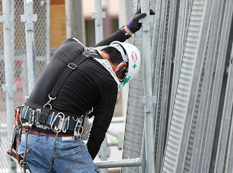 足場を使う職人さんの安心と安全を守る画像